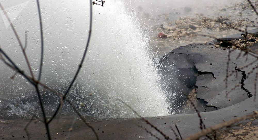 Прорыв трубы горячего водоснабжения