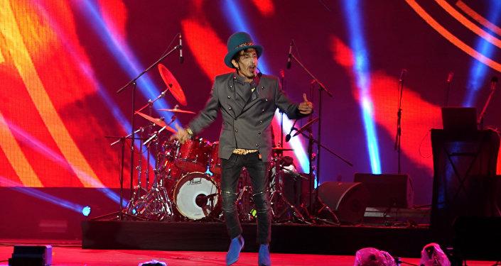 Концерт казахстанско-британской группы прошел на ЭКСПО, несмотря на дождь