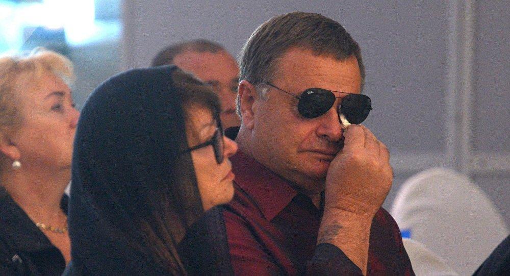 Отец певицы Владимир Фриске и мать Ольга Копылова на церемонии прощания с певицей Жанной Фриске