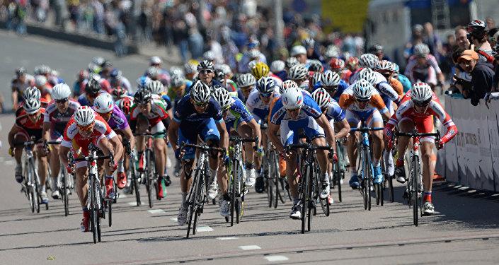 Участники велогонки, архивное фото
