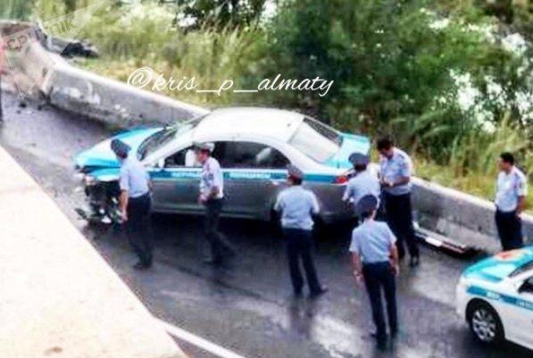 Полицейское авто попало в ДТП на Медео