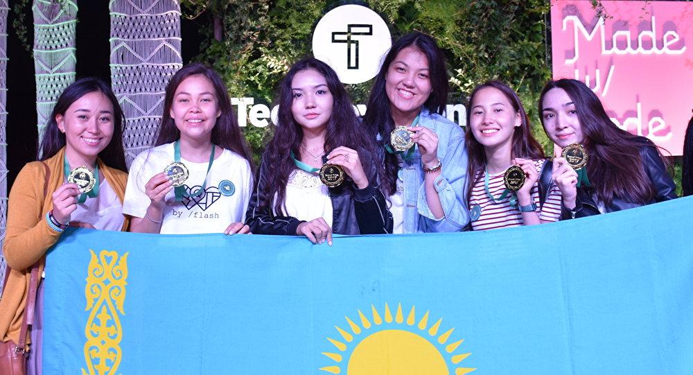Казахстанские школьницы победили в конкурсе по разработке мобильных приложений в Силиконовой долине