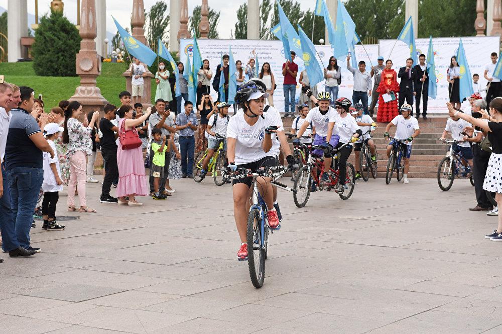 Незрячие Алматы дали старт грандиозному веломарафону