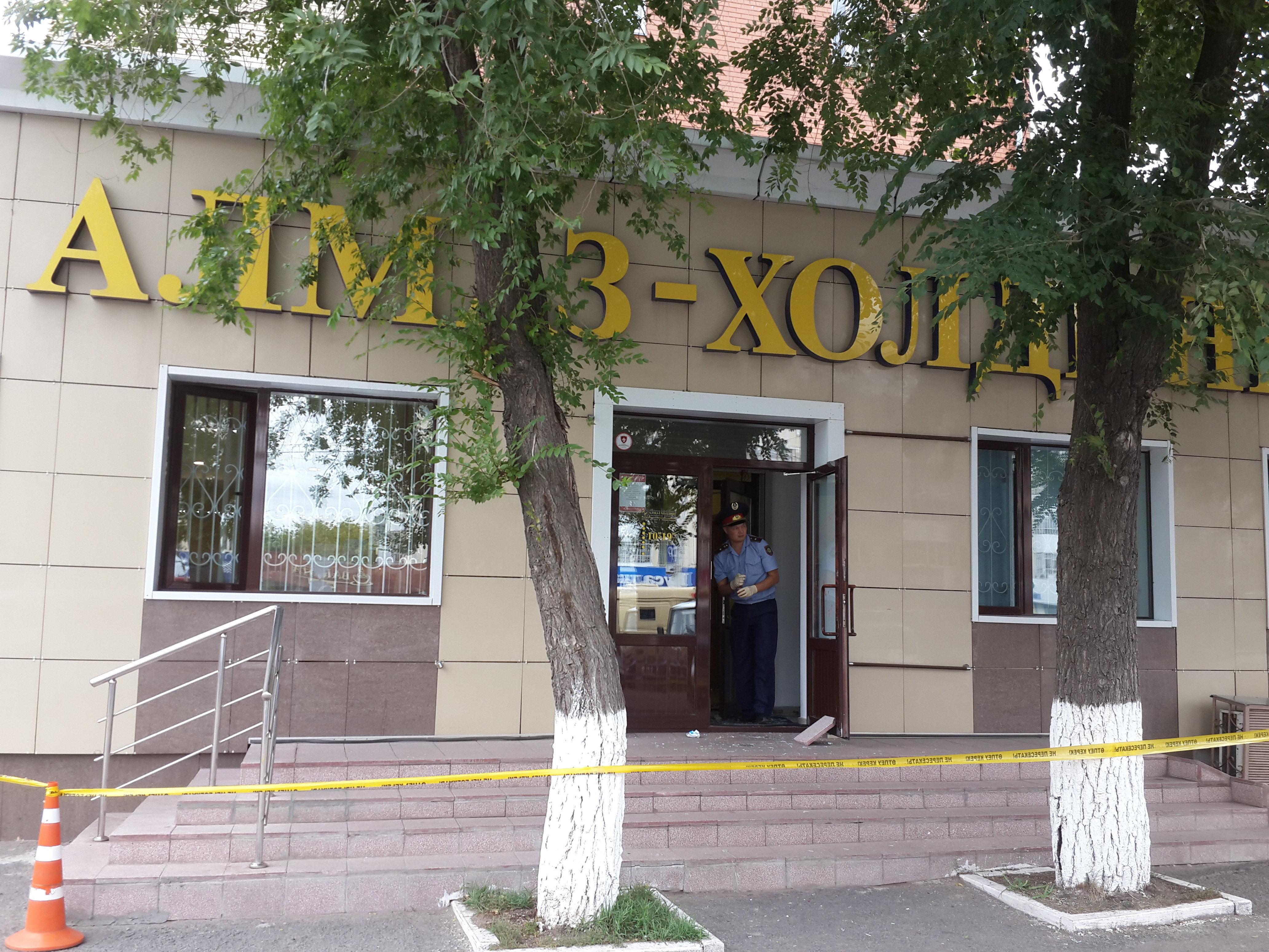 Ювелирный магазин ограбили средь бела дня в центре Астаны