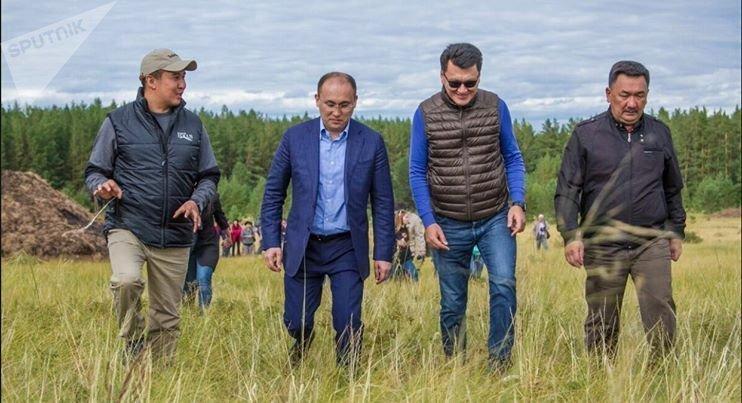 Министр информации и коммуникации Даурен Абаев посетил съемочную площадку фильма Жылқы