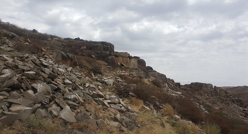 Скалы с петроглифами в Алматинской области