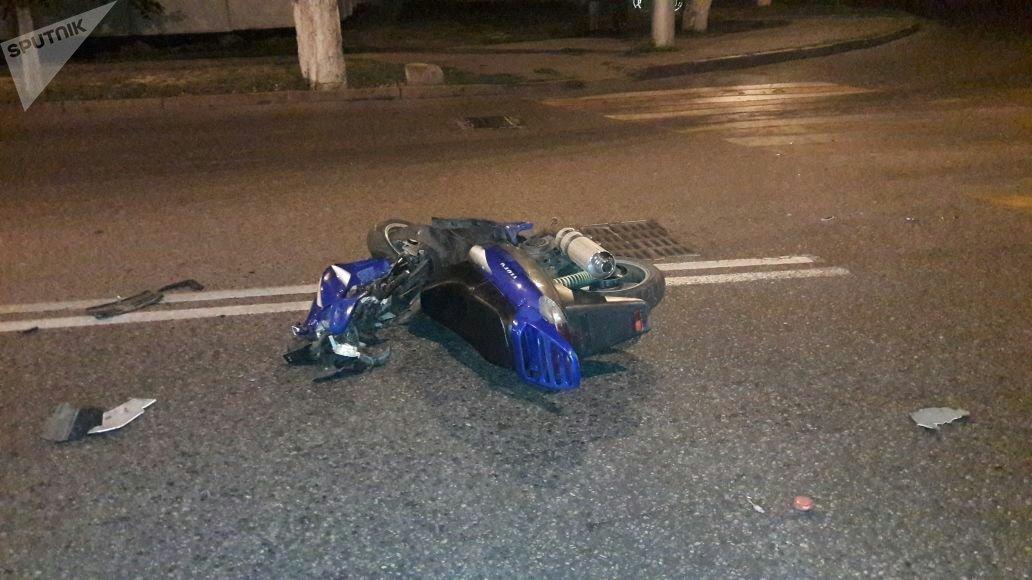 Мопед врезался в легковой автомобиль
