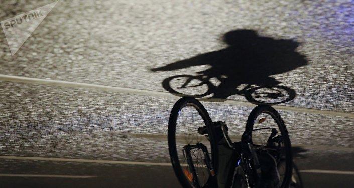Велосипедшінің көлеңкесі