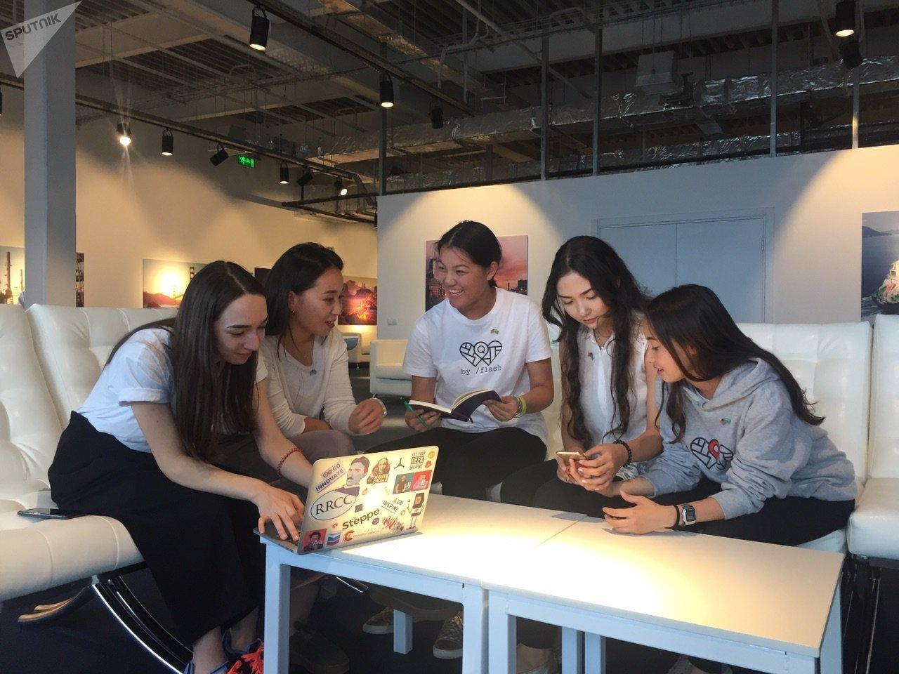 Казахстанские школьницы разработали мобильное приложение