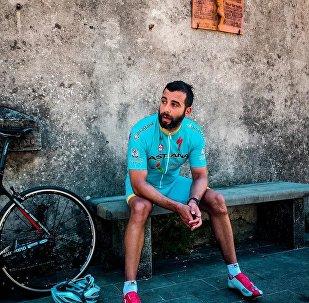 Иван Ургант Астана велокомандасының формасын киді
