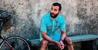 Иван Ургант в форме велокоманды Астана
