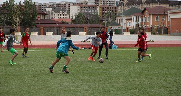Футболисты на спортивном молодежном саммите
