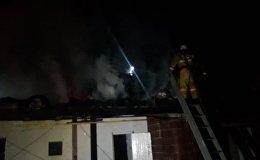 Дом горит в Наурызбайском районе