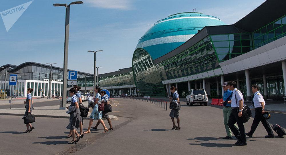 Стюардессы в аэропорту Астаны