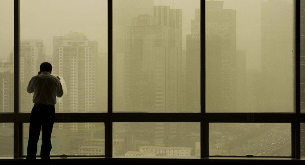 Пыльная буря за окном, иллюстративное фото