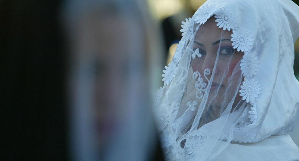 Невеста во время церемонии бракосочетания, архивное фото