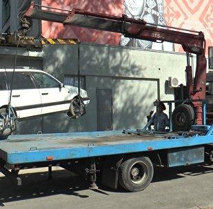 Эвакуация автомобиля, архивное фото
