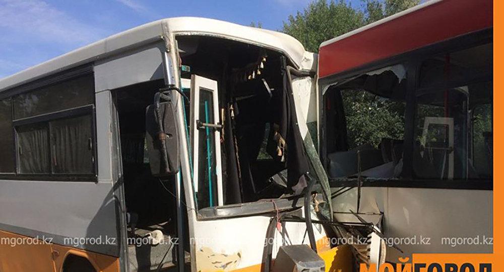 Оралда екі жолаушылар автобусы соқтығысты