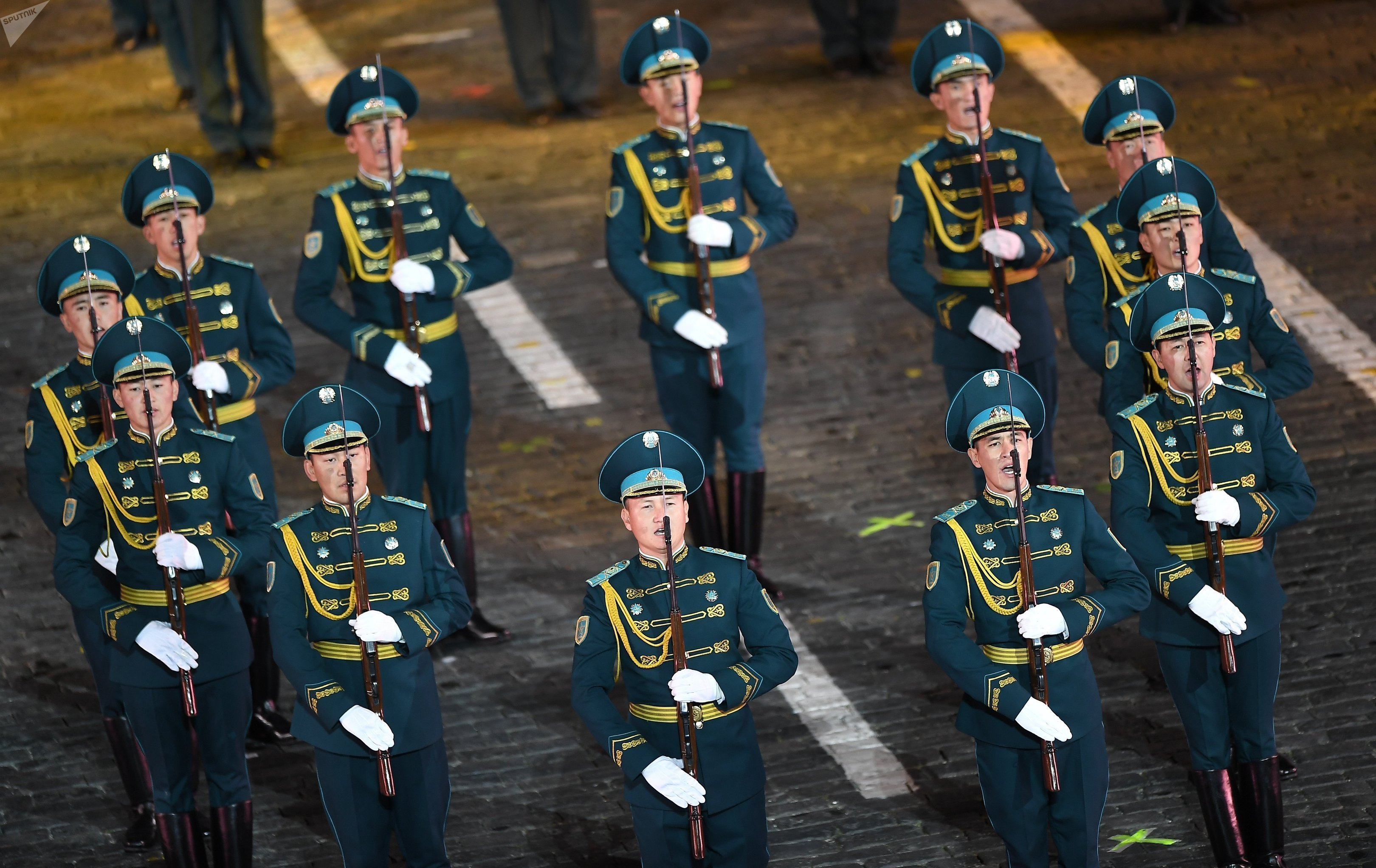 Рота почетного караула Президентского полка Айбын на открытии фестиваля Спасская башня