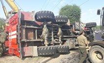 Пожарная машина перевернулась на ул. Рыскулова