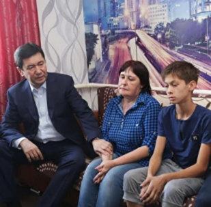 Аким Карагандинской области Ерлан Кошанов посетил семьи погибших на шахте Казахстанская