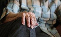 Пожилой мужчина, архивное фото