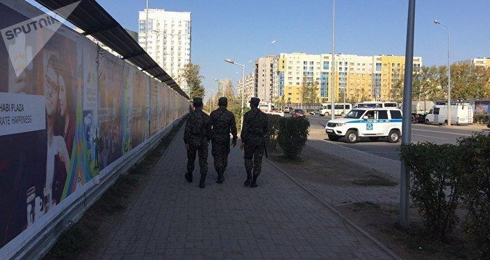 Отряды национальный гвардии патрулируют по периметру рабочего городка