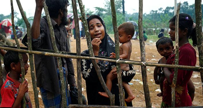 Беженцы из Мьянмы в приграничном лагере