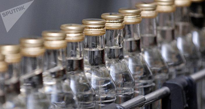 Бутылки, алкоголь. Архивное фото