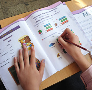 Занятие по русскому языку в школе, архивное фото