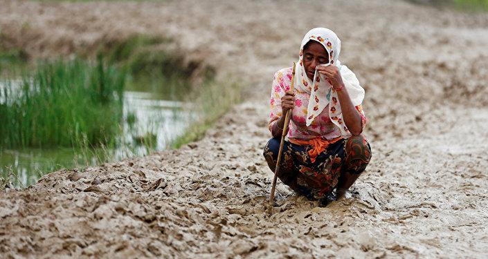 Беженцы бегут из Мьянмы в Бангладеш
