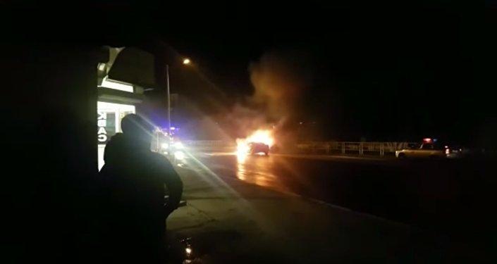 Два автомобиля сгорели в Костанае