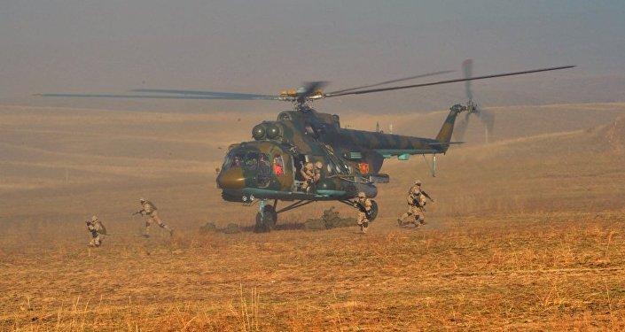 Казахстанские военные отрабатывают учения по подавлению конфликта на юго-востоке Казахстана