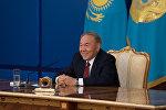 Первый президент Казахстана Нурсултан Назарбаев во время пресс-конференции