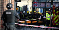 Пожарные рядом со станцией метро, где произошел взрыв
