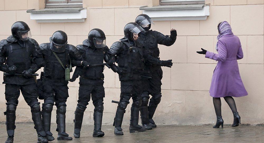 Полиция, қоршауға алу