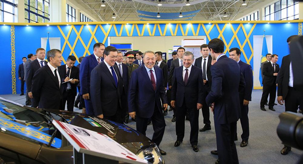 Нурсултан Назарбаев во время государственного визита в Узбекистан