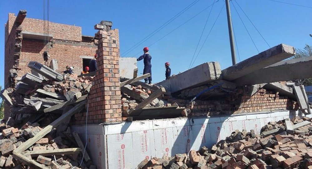 Астанада салынып жатқан құрылыстың төбесі мен қабырғасы құлады