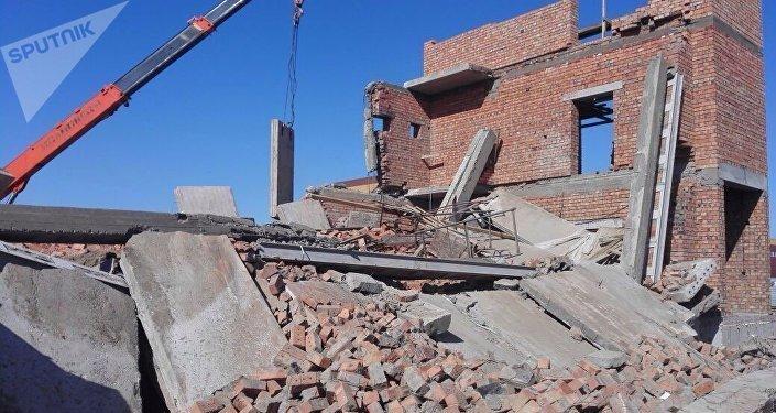 Астанада салынып жатқан ғимараттың төбесі мен қабырғасы құлады