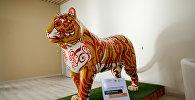 Экспонат павильона России на ЭКСПО-2017 - фигура тигра Адыгея
