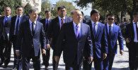 Нурсултан Назарбаев прогулялся по Арбату в Алматы