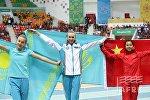 Медалистки соревнований в тройном прыжке: победительница - Ольга Рыпакова; серебряный призер - Мария Овчинникова