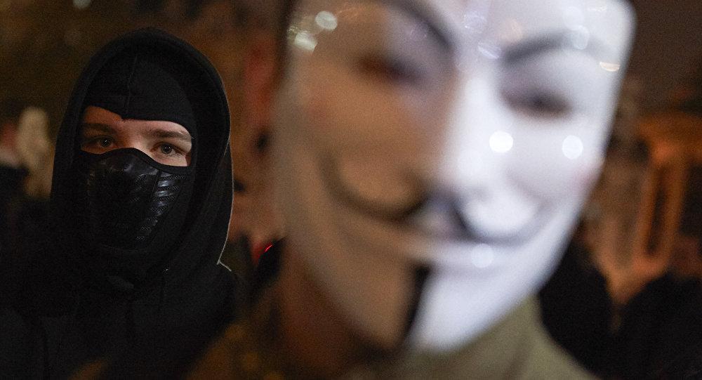 Человек в маске Anonymous