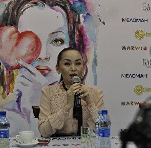 Баян Максаткызы (Есентаева) встретилась с читателями в Астане и провела автографсессию