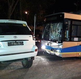 Столкновение автобуса и внедорожника на Кожедуба - Папанина