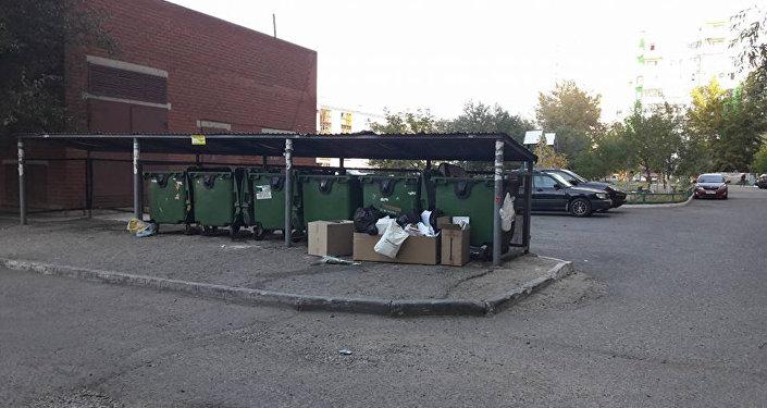 Архивное фото мусорных контейнеров