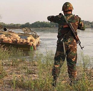 Сирийская армия во время форсирования реки Ефрат в районе Дейр-эз-Зора