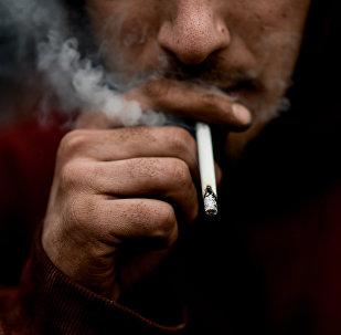 Курение сигарет