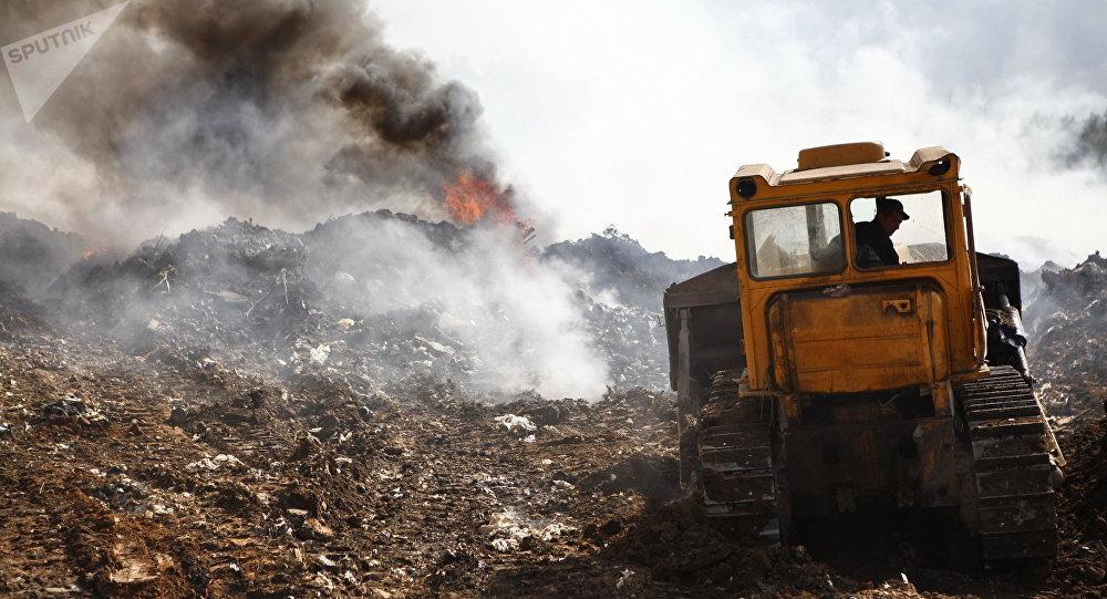 Пожар на свалке, архивное фото