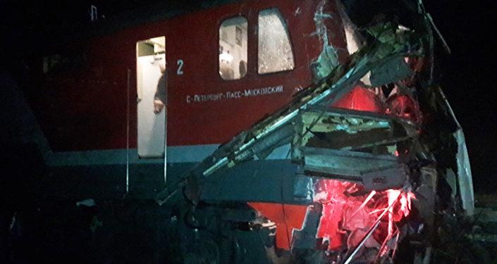 Столкновение поезда с автобусом на железнодорожном переезде, станция Покров Владимирской области РФ